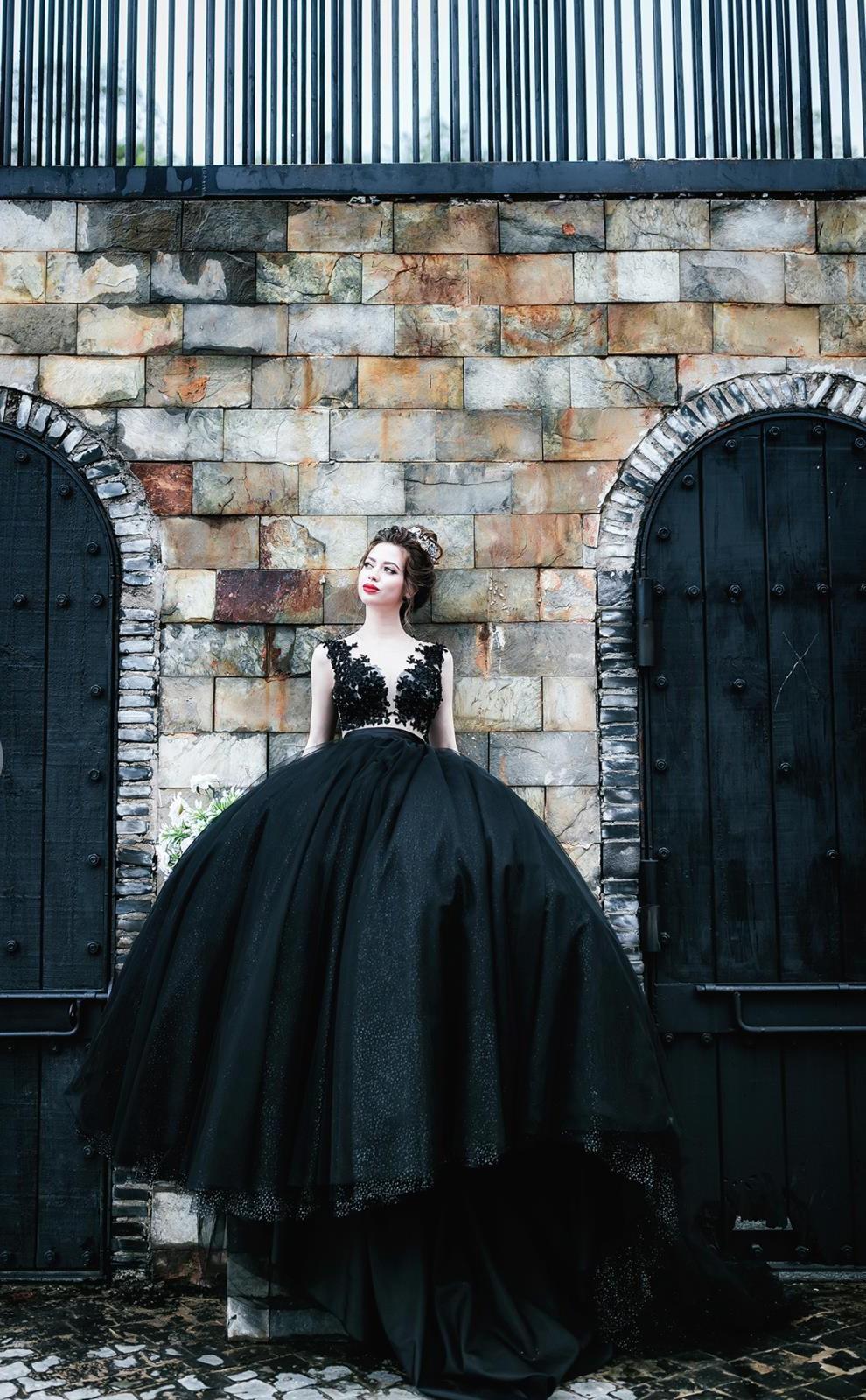 Váy cưới màu đen đẹp
