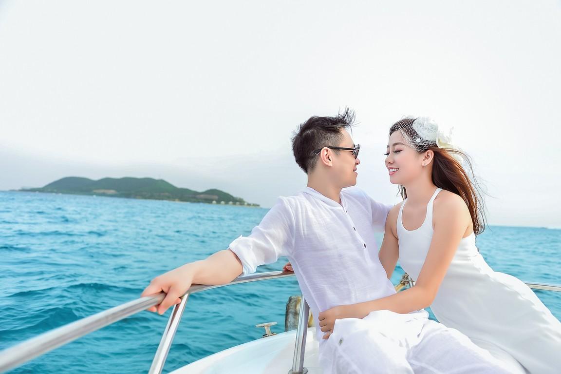 ảnh cưới du thuyền trên biển