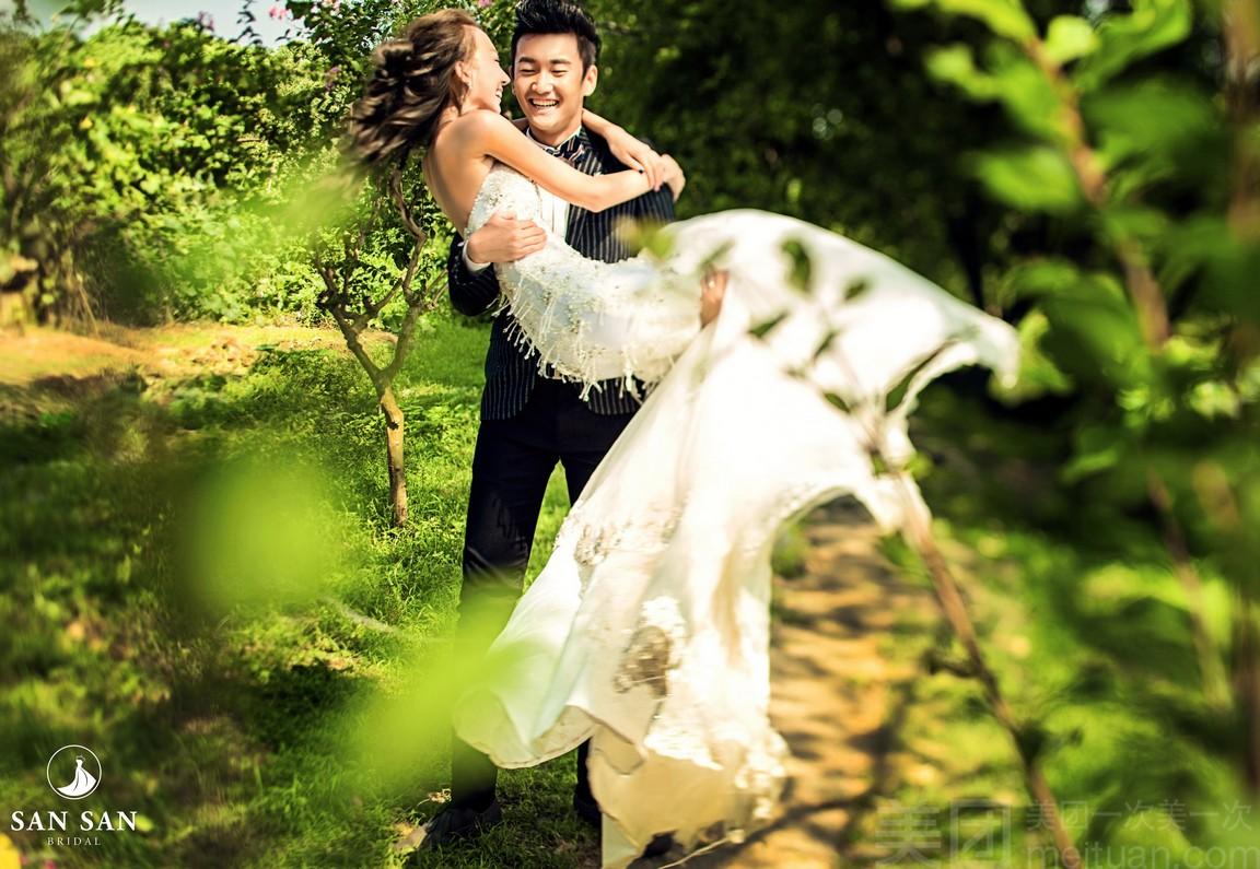 Chụp ảnh cưới lấy liền