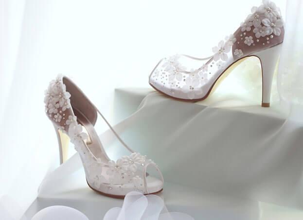 giày cưới chụp ảnh trong studio