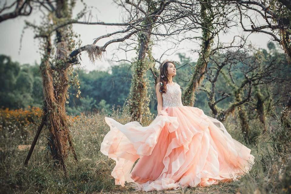 Váy cưới màu hồng đặc sắc