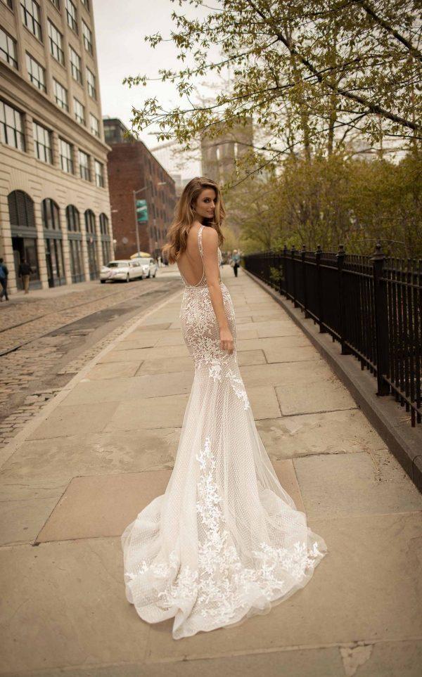 Váy cưới hở lưng quyến rũ