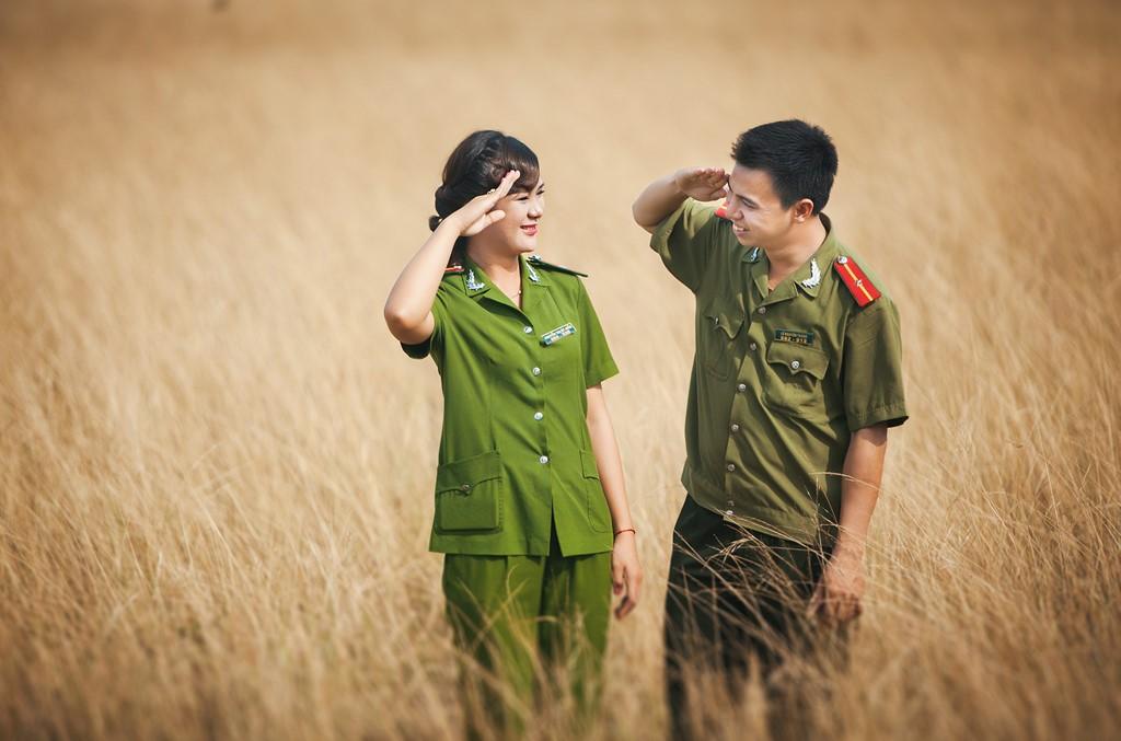 Chụp ảnh cưới chiến sĩ độc lạ