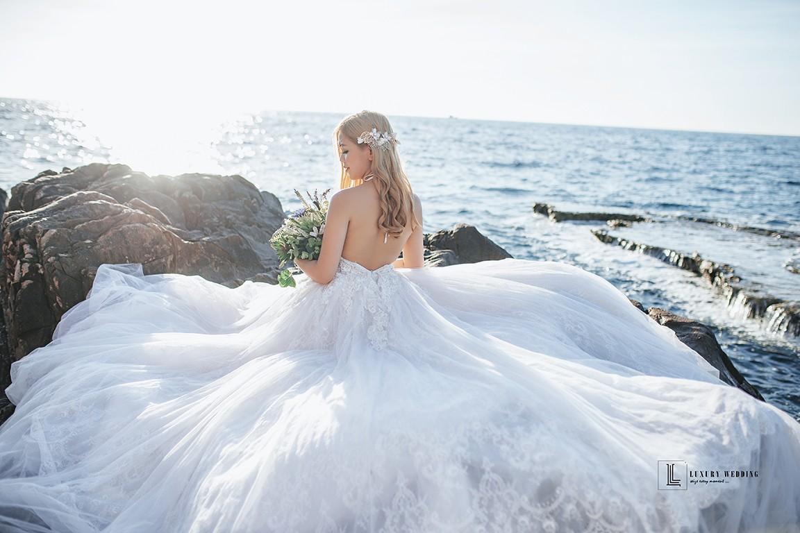 Hình chụp cô dâu ở biển