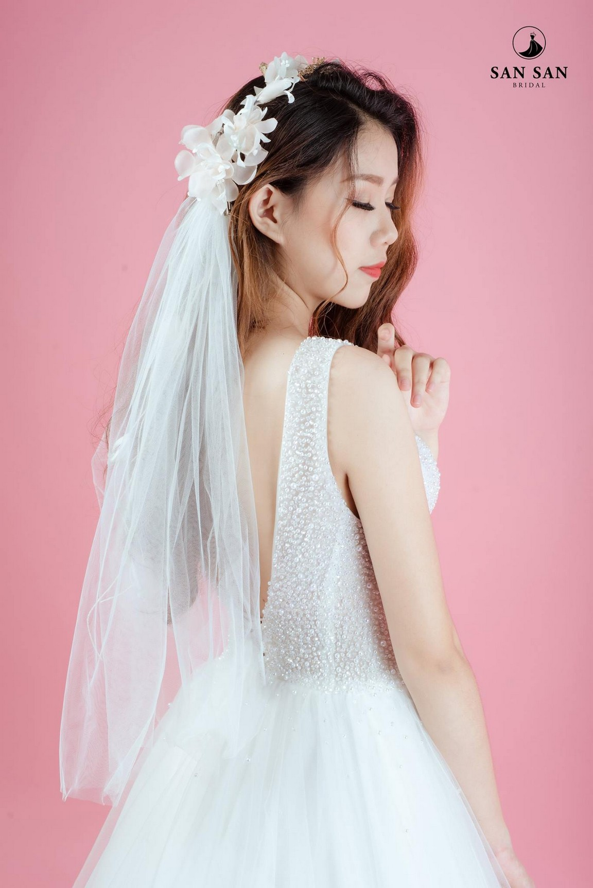Mẫu váy cưới xòe 1