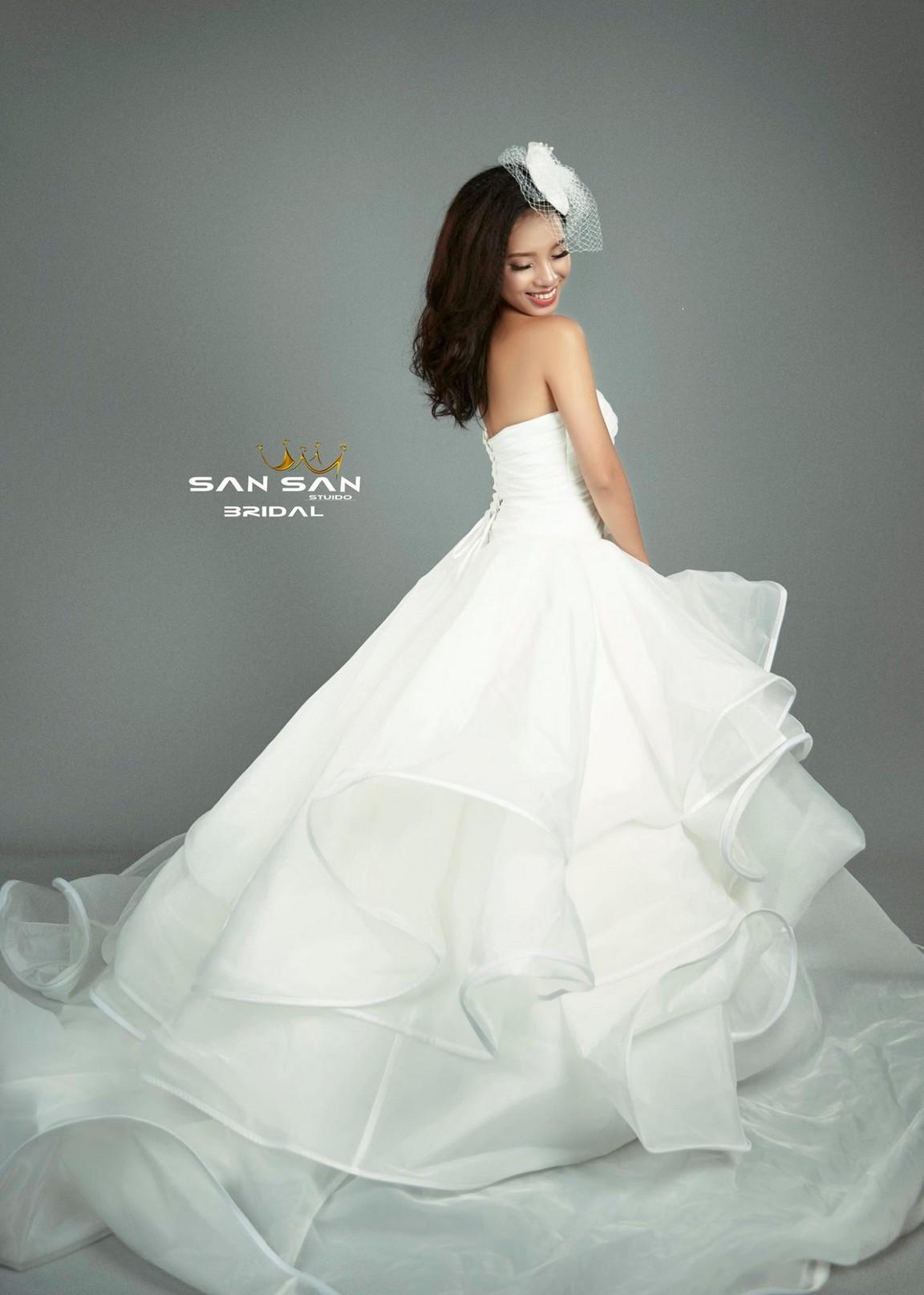 Váy cưới dáng công chúa