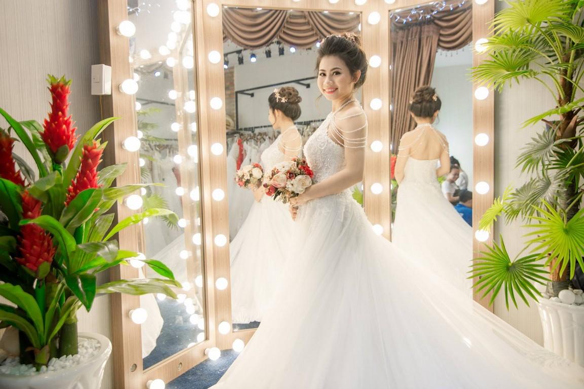 váy cưới dáng xòe