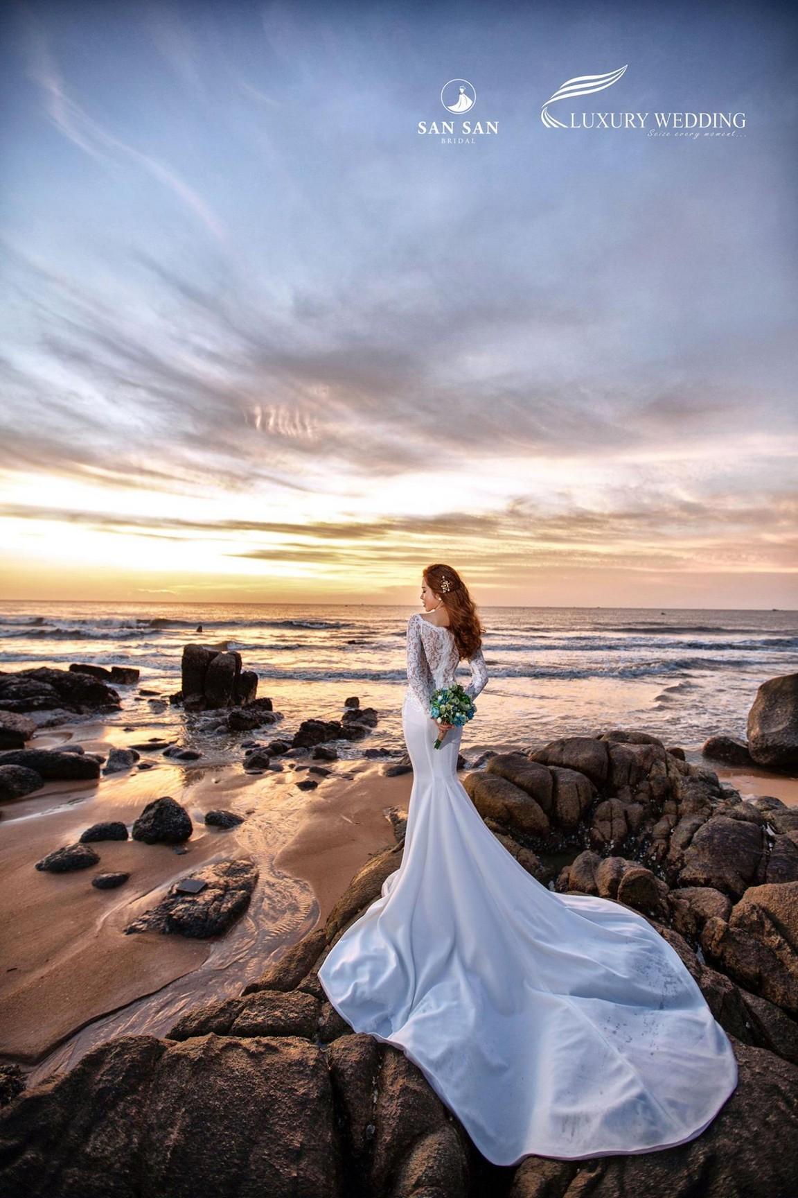 váy cưới đuôi cá dài đẹp