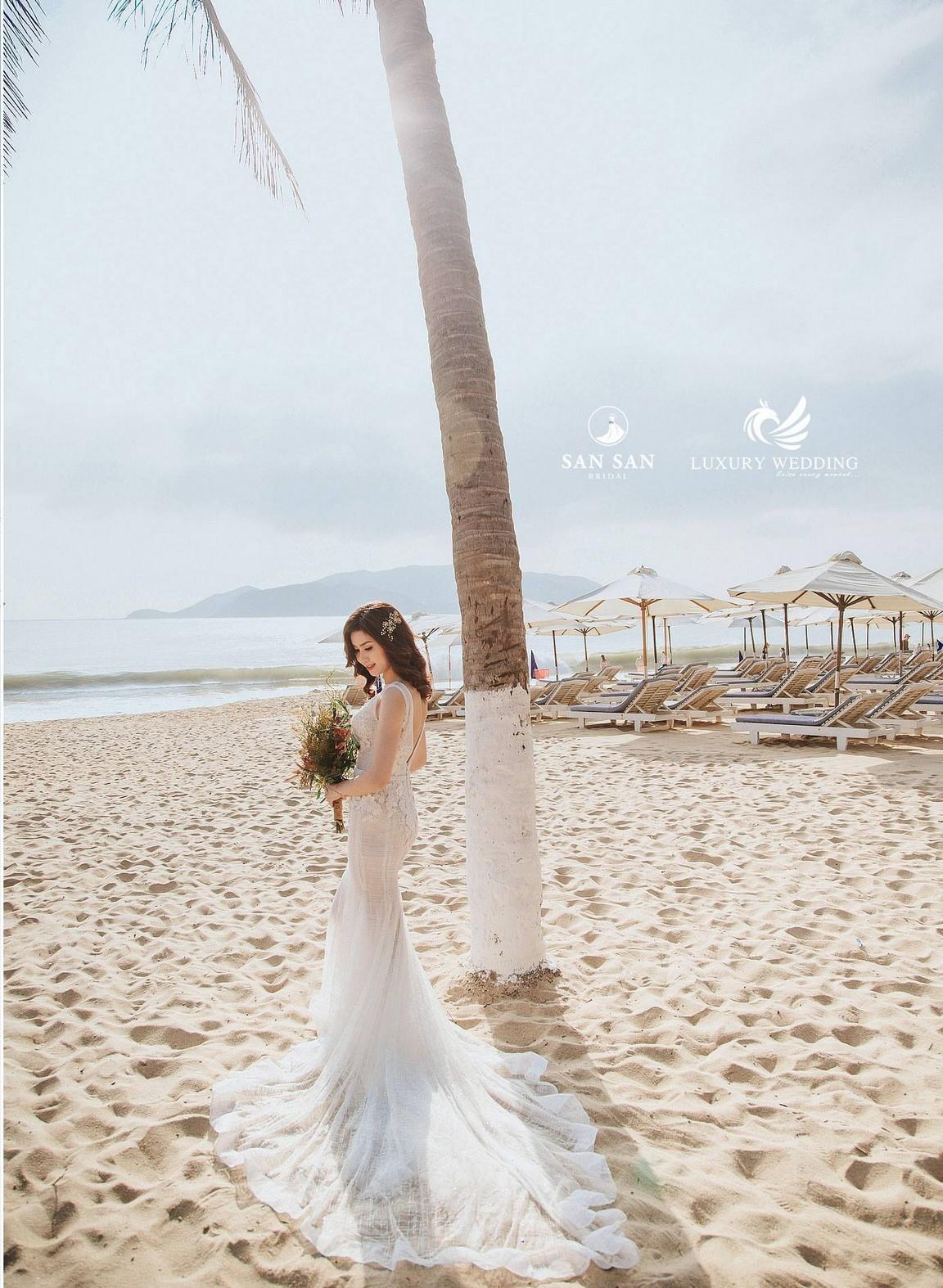 Váy cưới đuôi cá dài