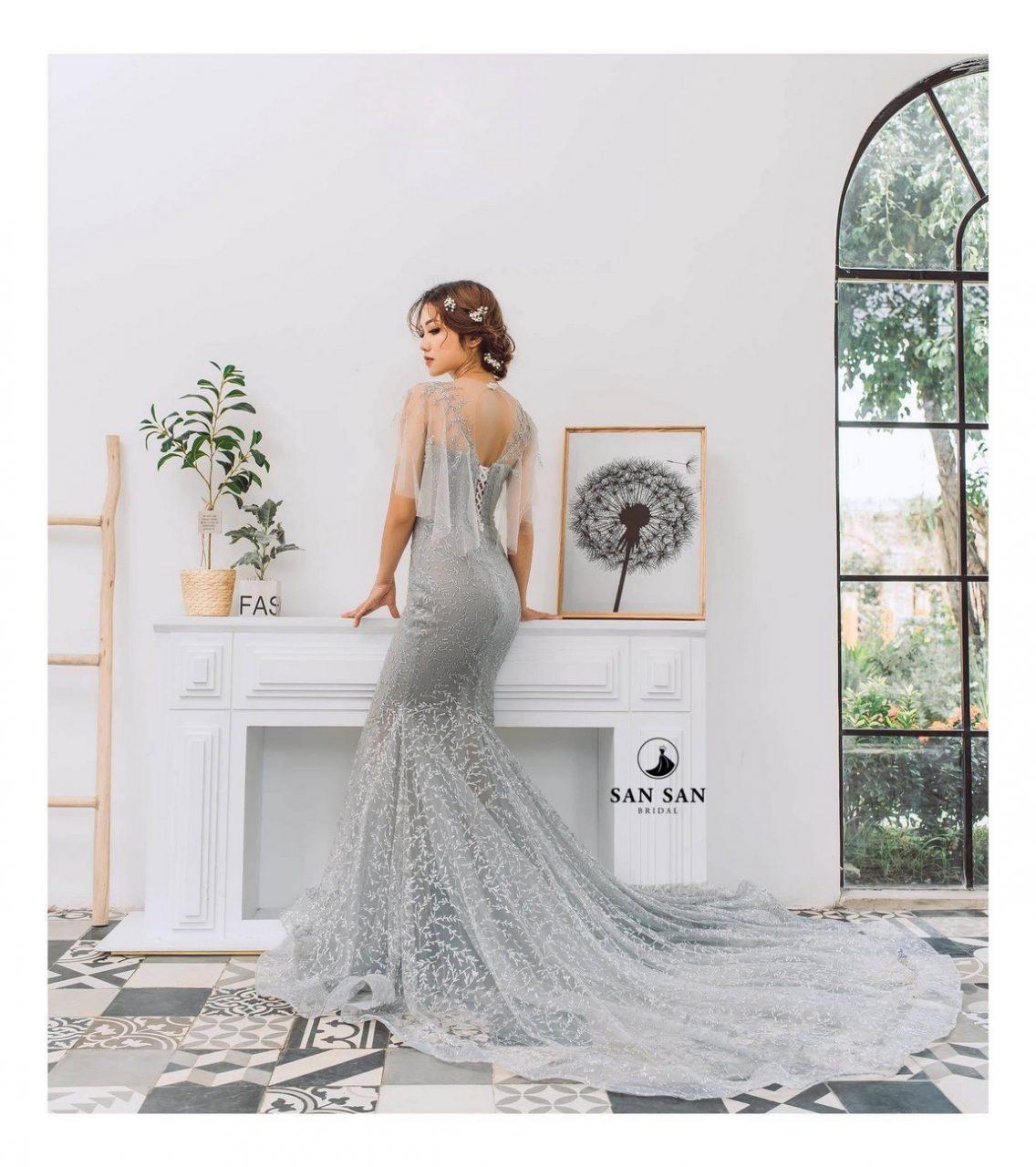 Váy cưới đuôi cá ngắn