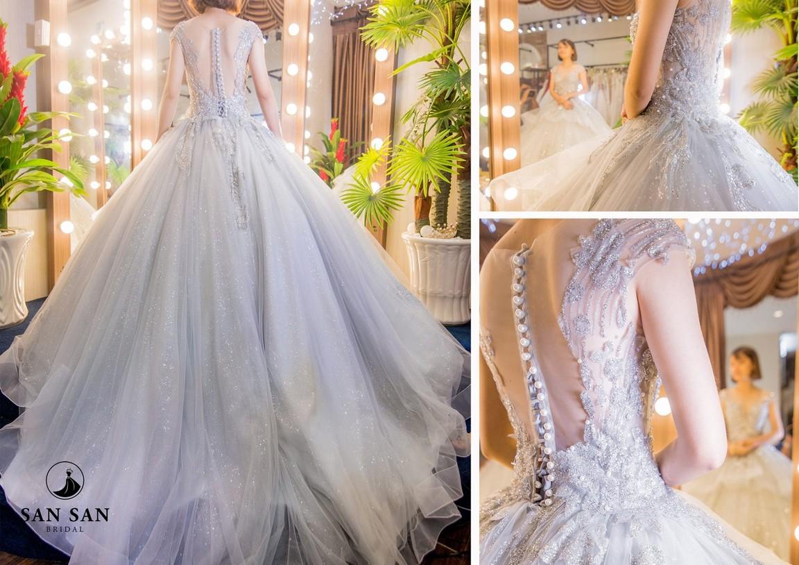 váy cưới đuôi xòe 8
