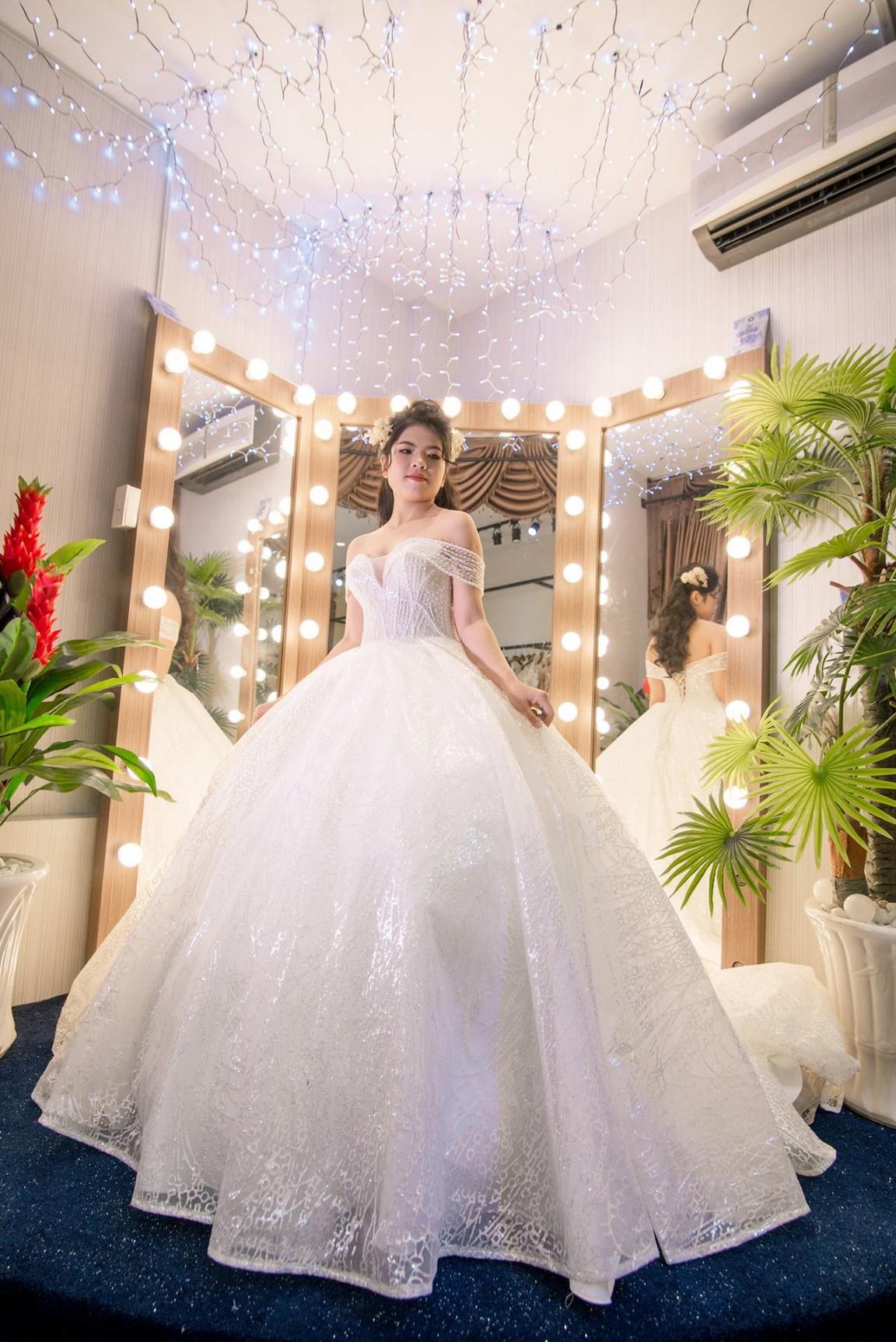 Váy cưới kiểu xòe 0
