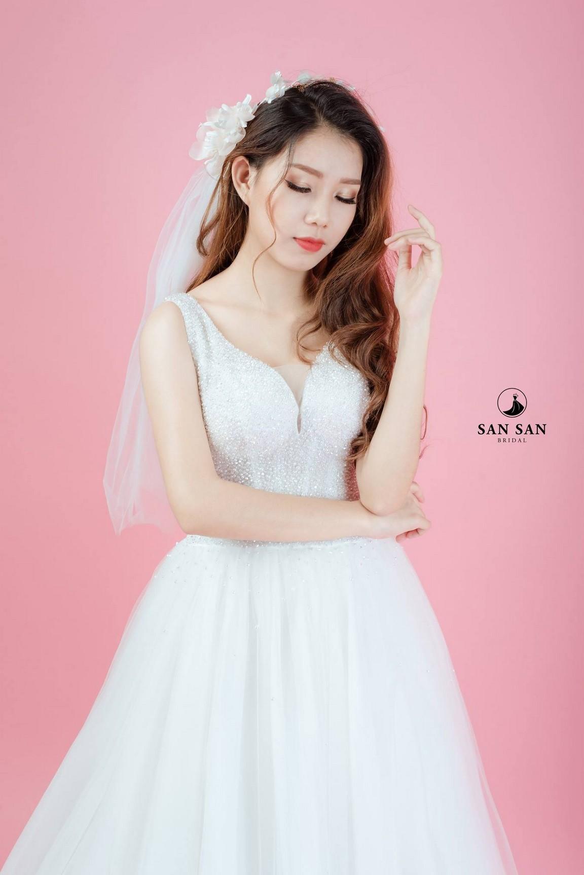 váy cưới kiểu xòe 6