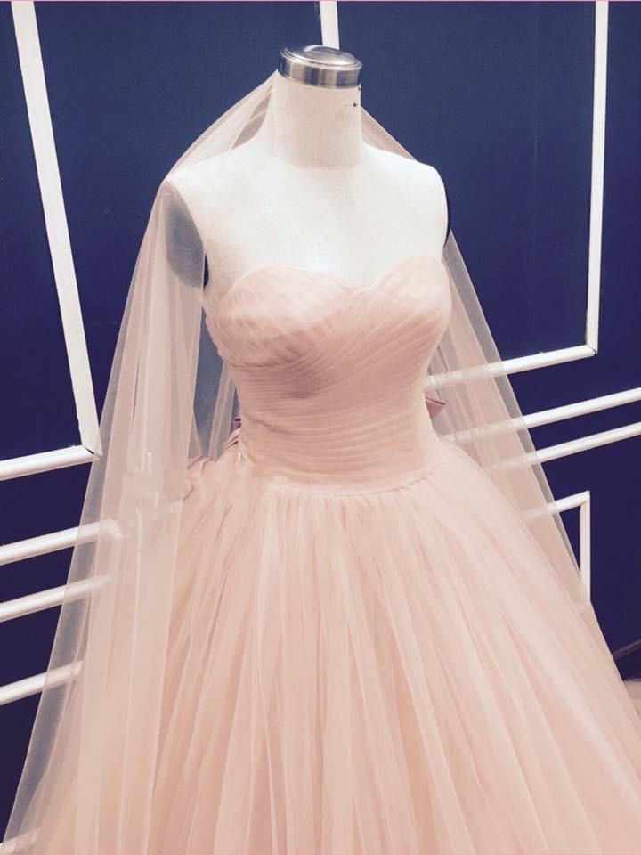 Váy cưới xòe màu hồng 1