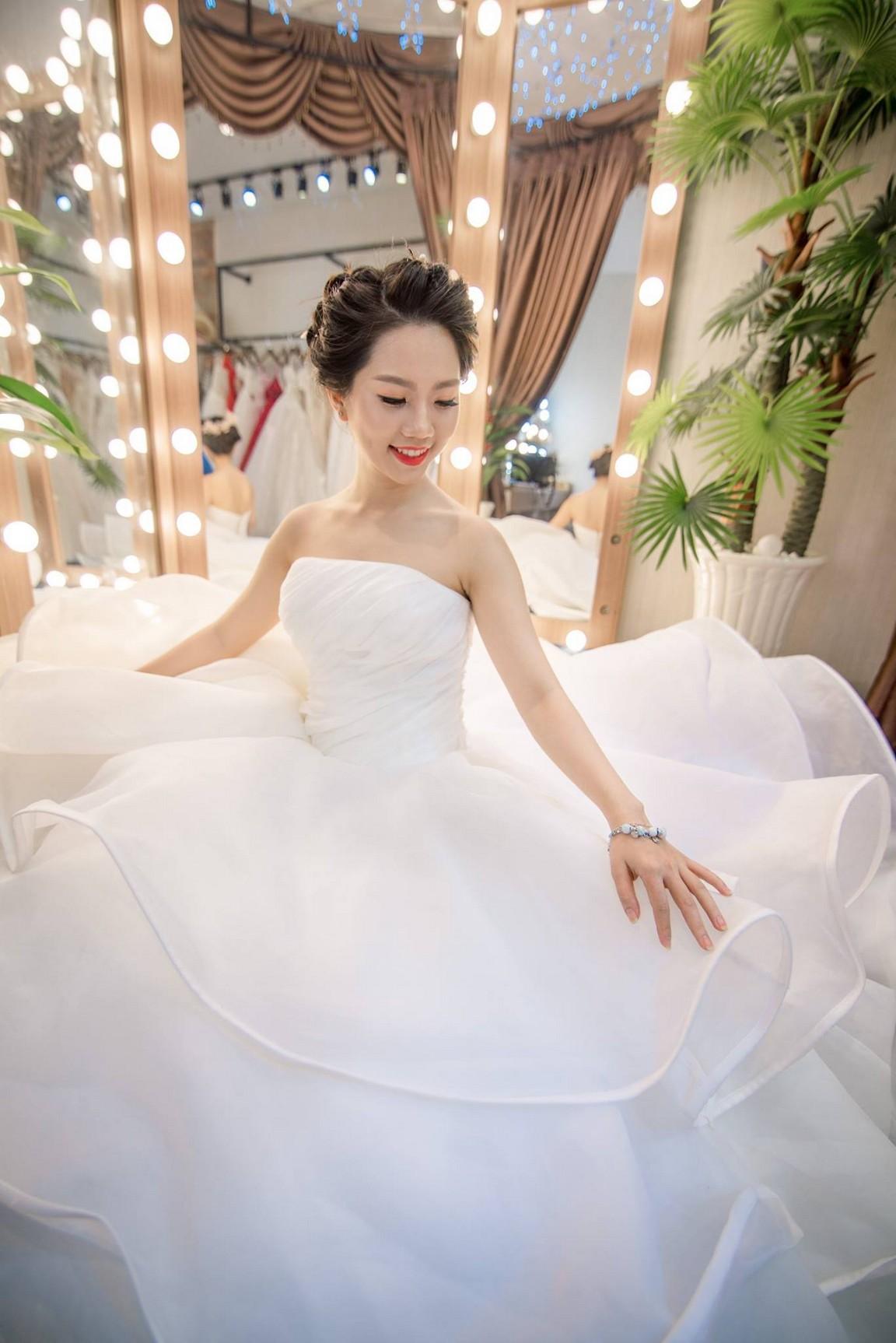 váy cưới xòe 7