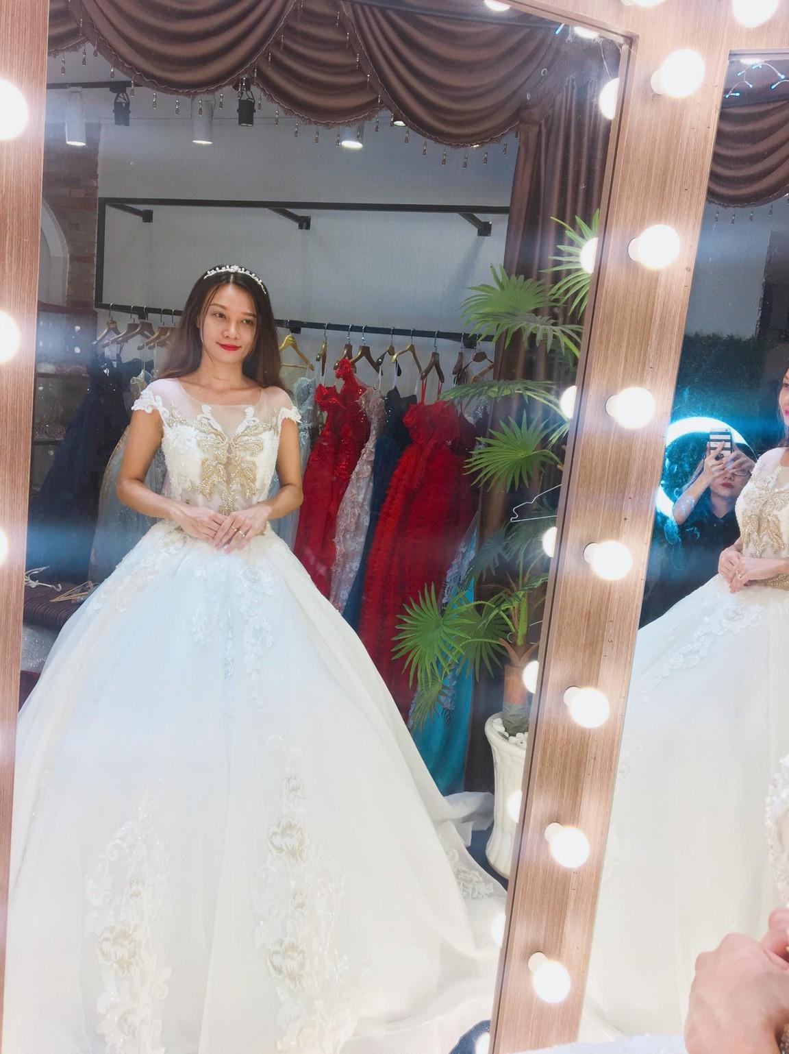 Váy cưới xòe bông 1