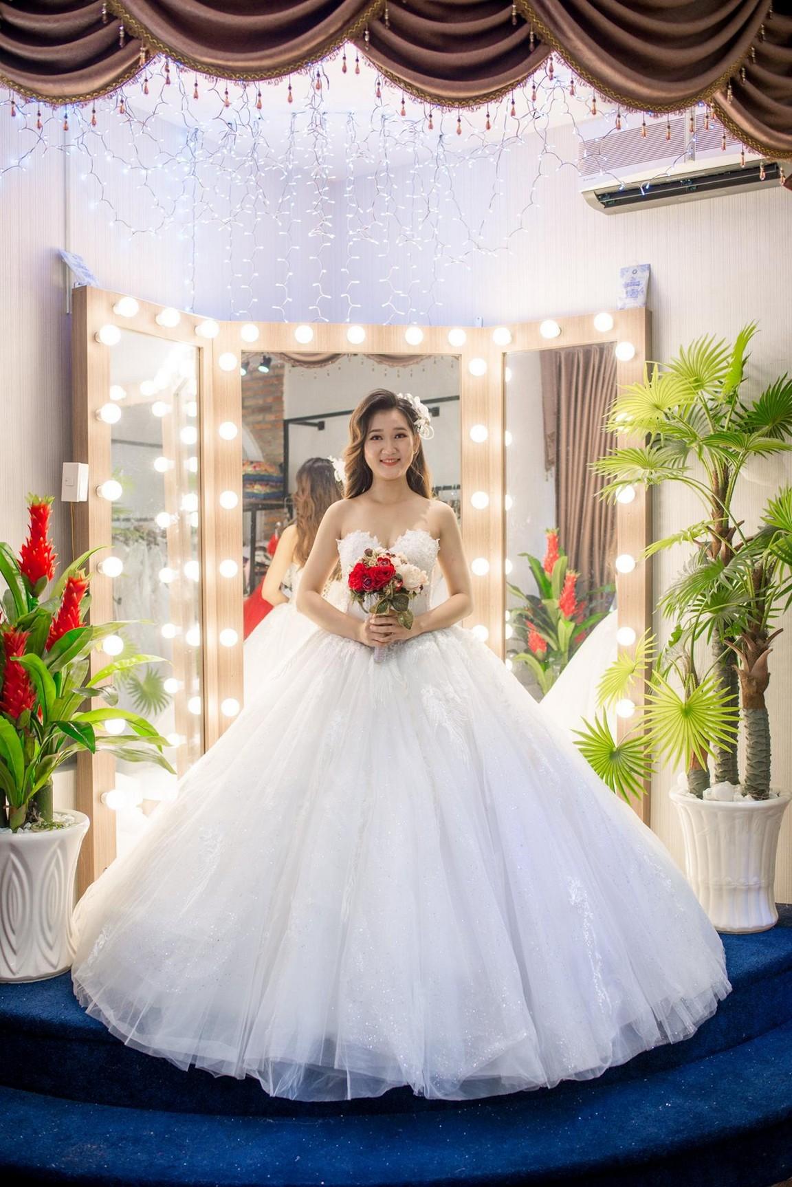Váy cưới xòe bông 4