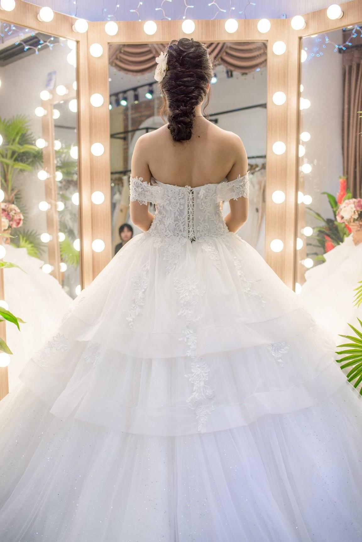Váy cưới xòe bông 5