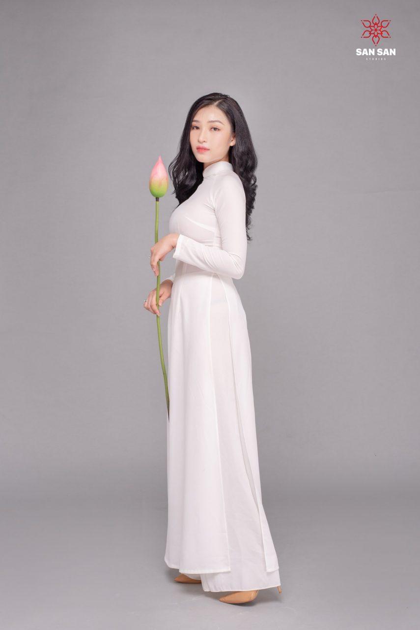 chụp ảnh áo dài hoa sen
