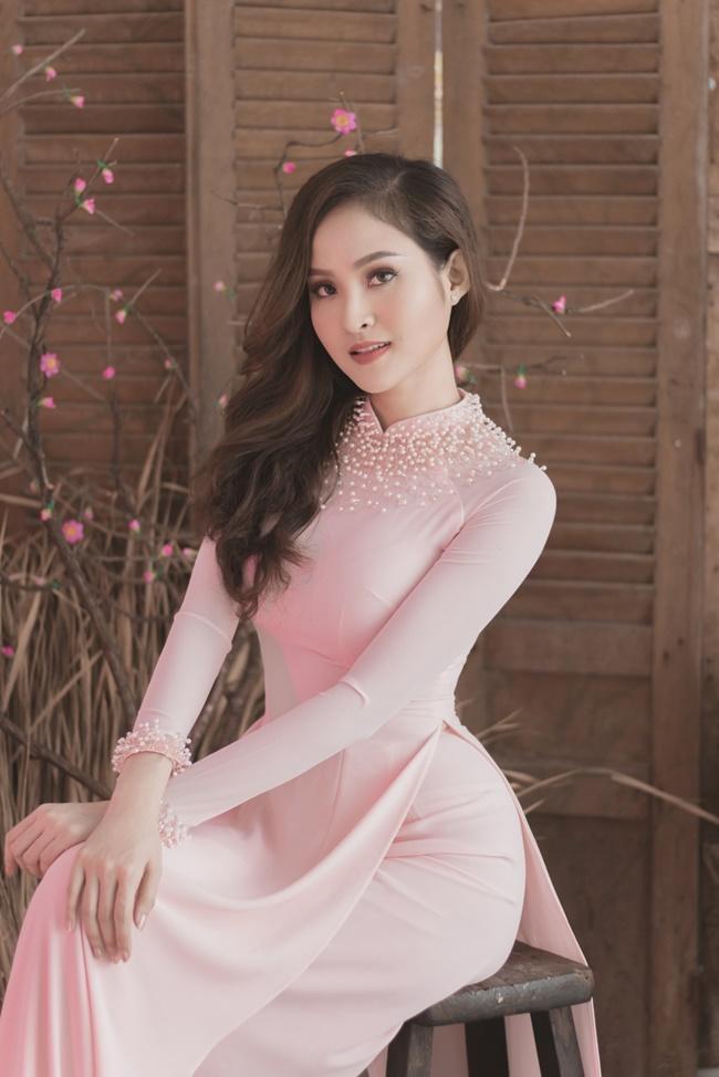 Áo dài màu hồng pastel