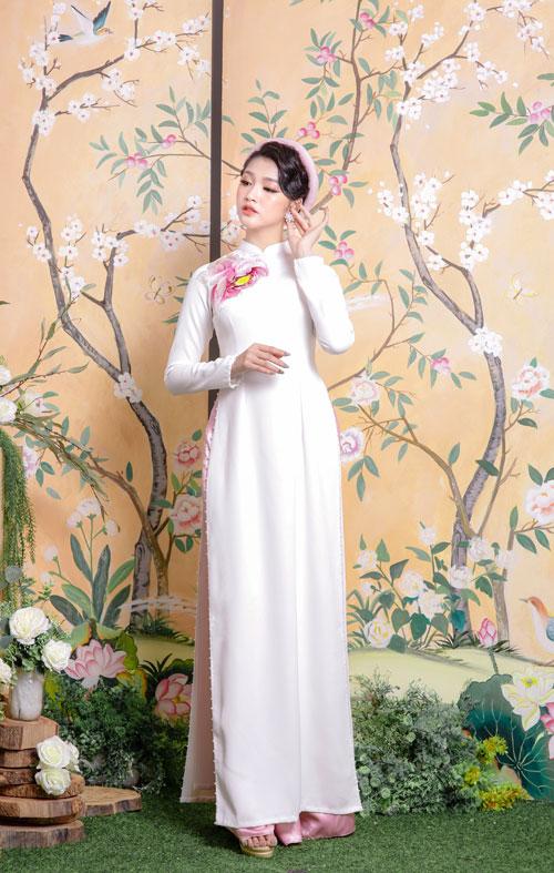 Áo dài cưới màu trắng thêu hoa nổi