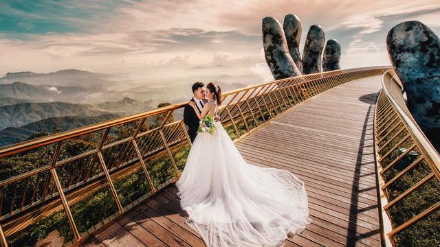 Chụp ảnh cưới cầu vàng Đà Nẵng