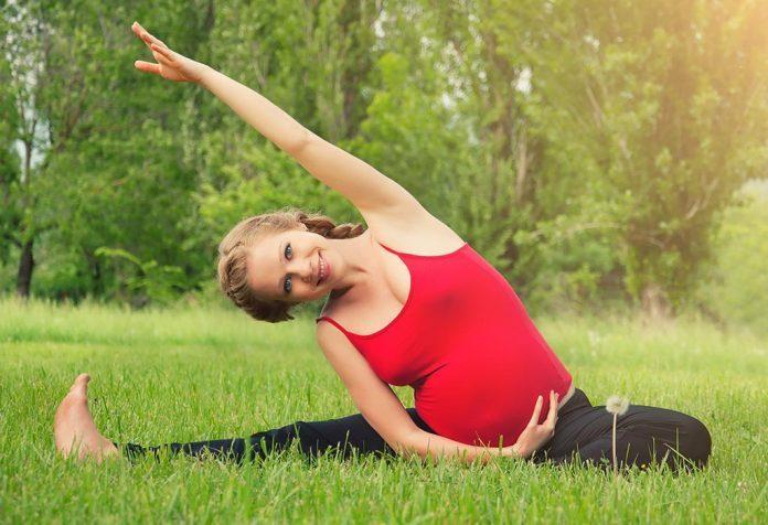chụp ảnh yoga cho bà bầu