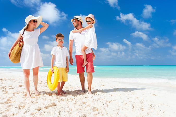 chụp ảnh cùng biển với gia đình đẹp