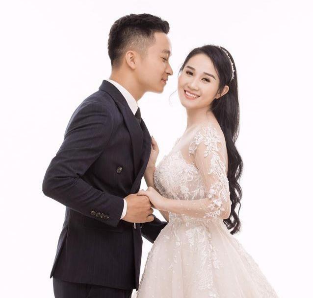 chụp ảnh cưới cùng người yêu mới