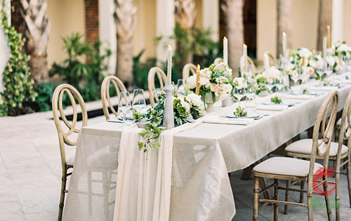 bàn tiệc cưới thẳng hàng