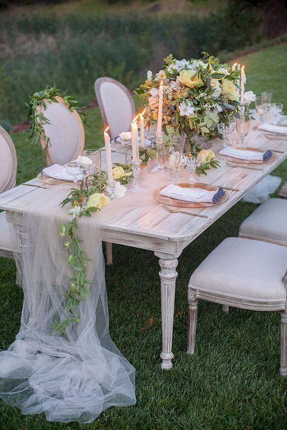 table runner cho bàn tiệc cưới