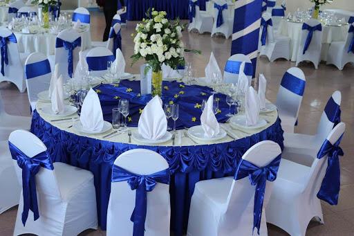 trang trí bàn tiệc cưới Xanh Trắng