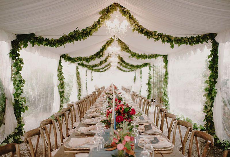 dãi hoa trang trí tiệc cưới