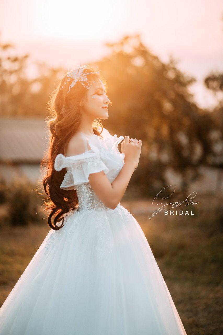 mẫu váy cưới trễ vai đẹp