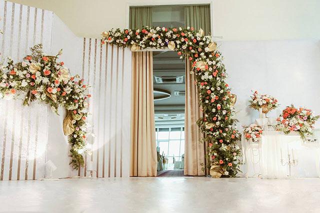 trang trí cổng cưới đẹp