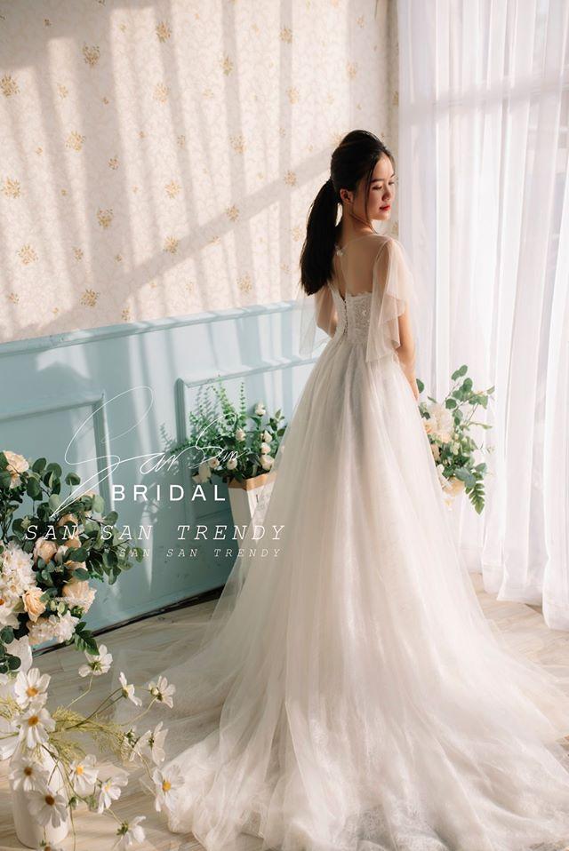 Váy cưới nhẹ nhàng