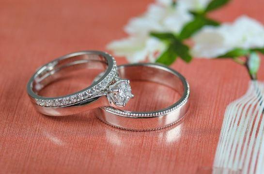 đeo nhẫn cưới đẹp