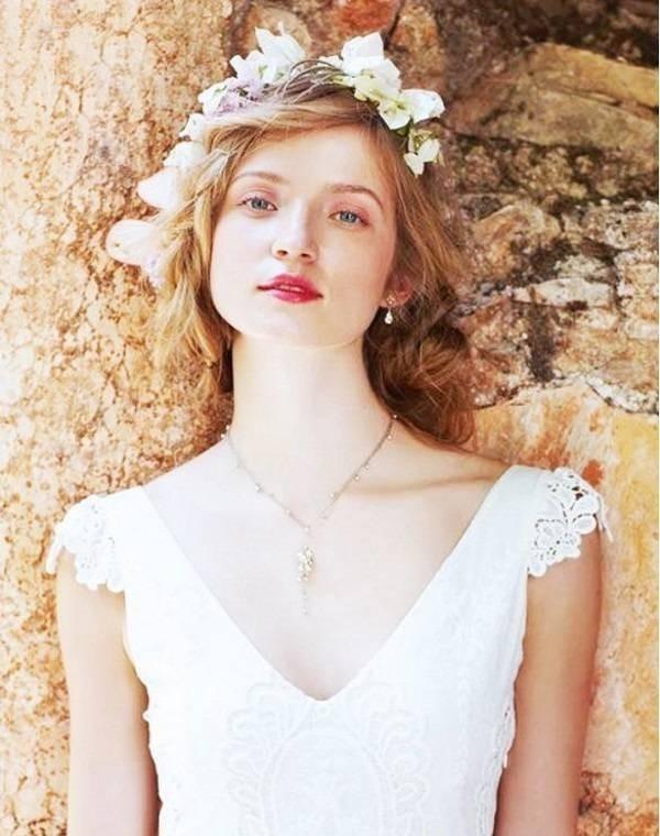 dây chuyền cưới mẫu váy chữ V
