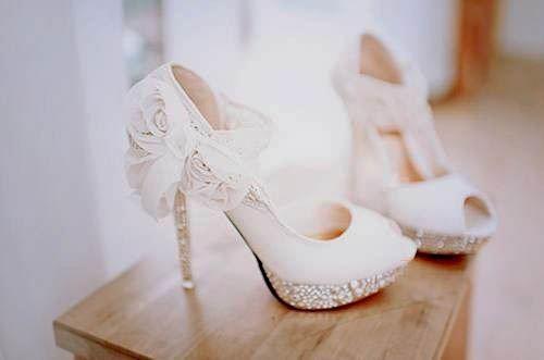 chọn giày cưới ấn tượng