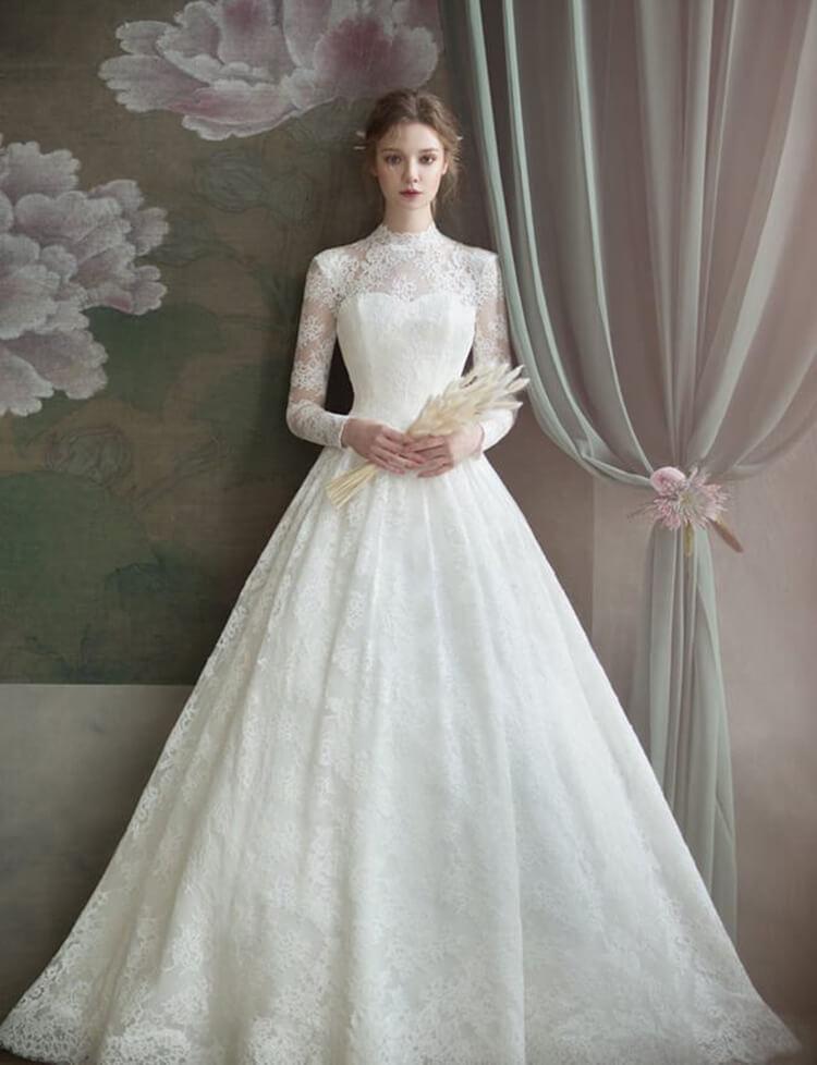 chọn váy cưới cổ cao