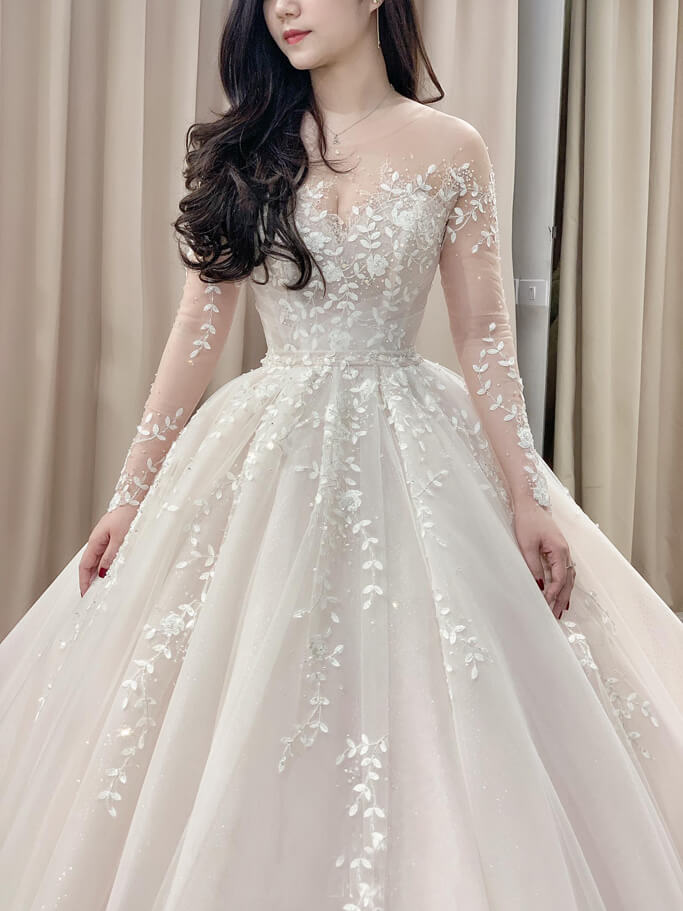 chọn áo cưới ren nổi