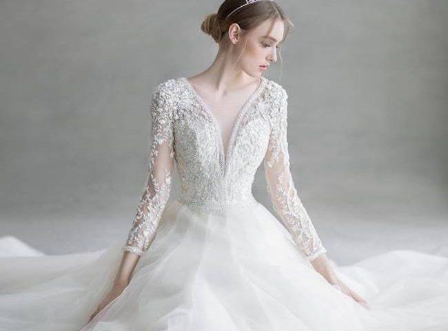 chọn váy cưới tay ren