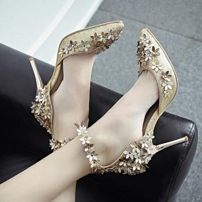 giày màu vàng