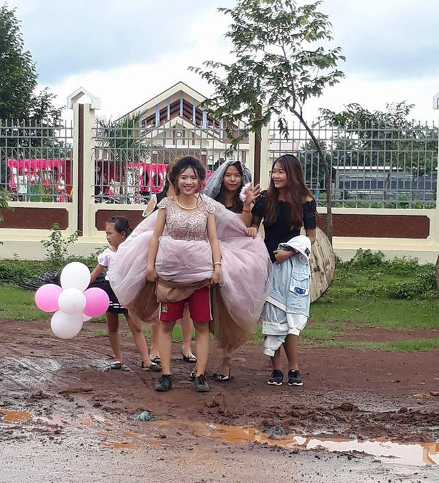 rắc rối cô dâu ngày mưa