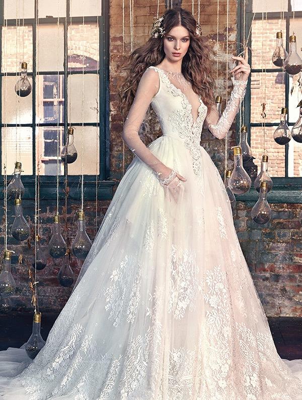 váy cưới cô dâu béo cổ chữ V