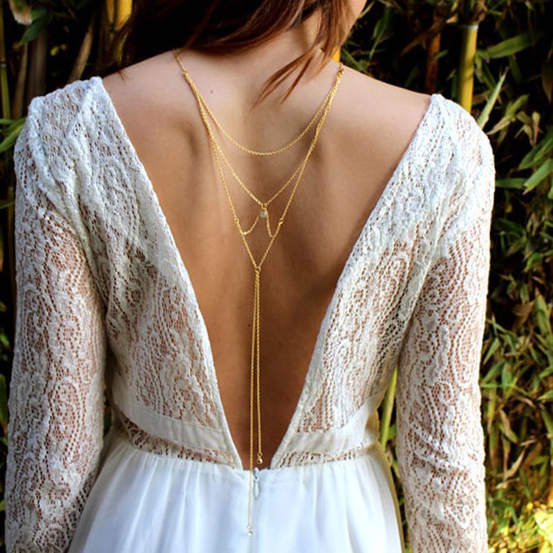 váy cưới khoét lưng sâu