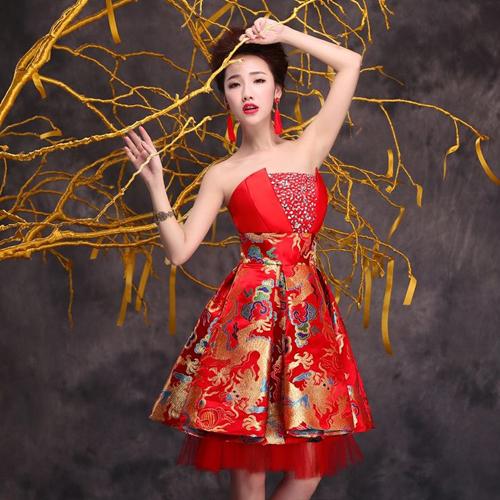 váy cưới ngắn màu đỏ