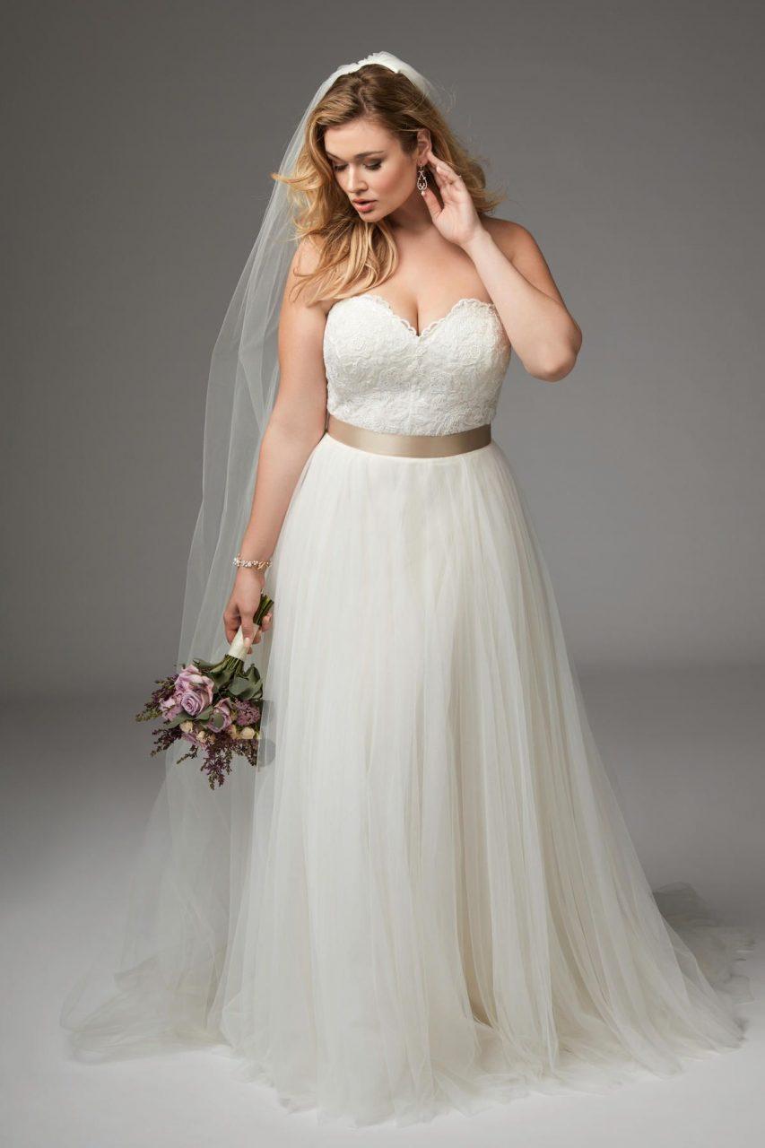 váy cưới xòe cúp ngực