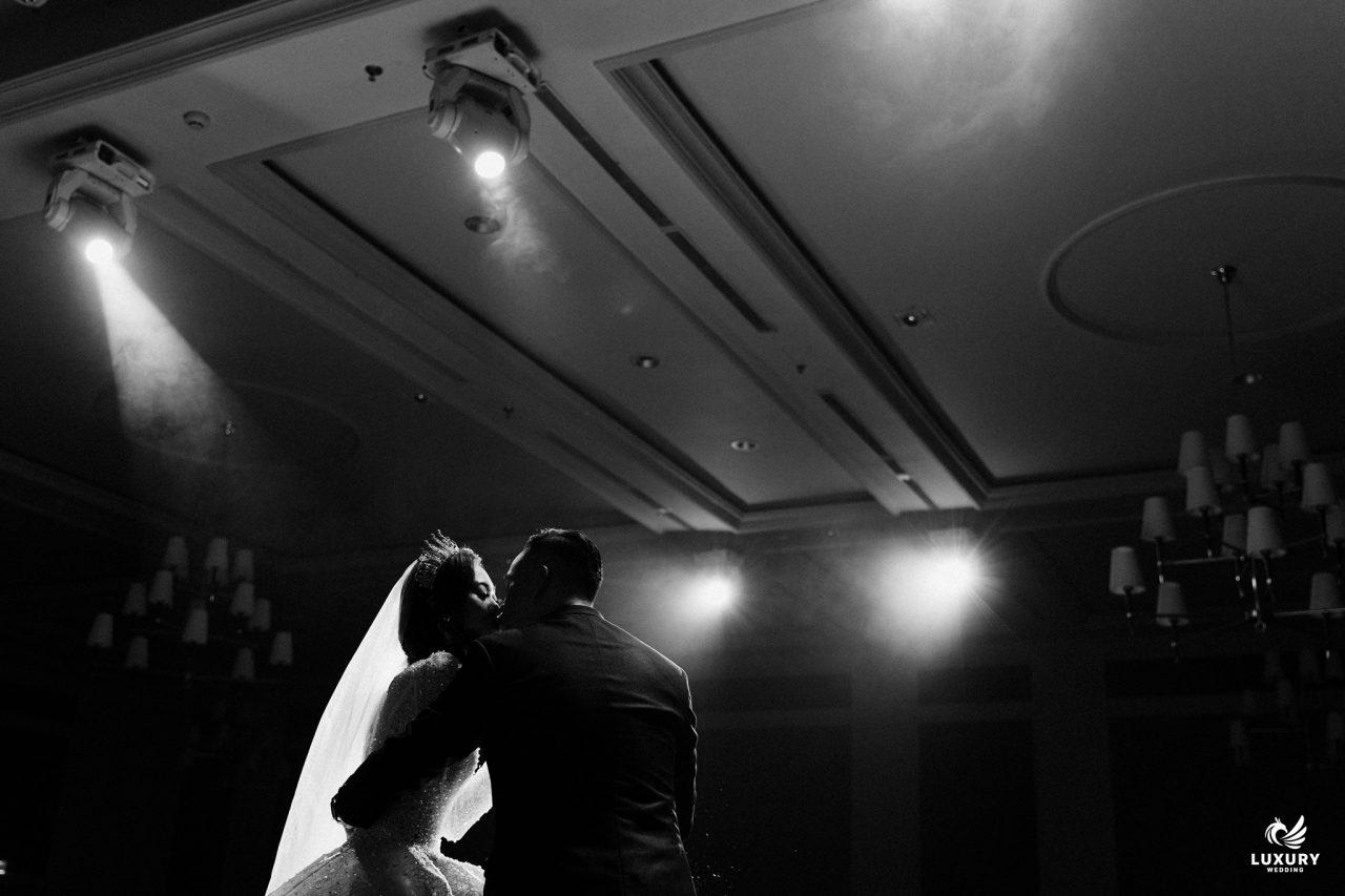 chụp ảnh trong ngày cưới