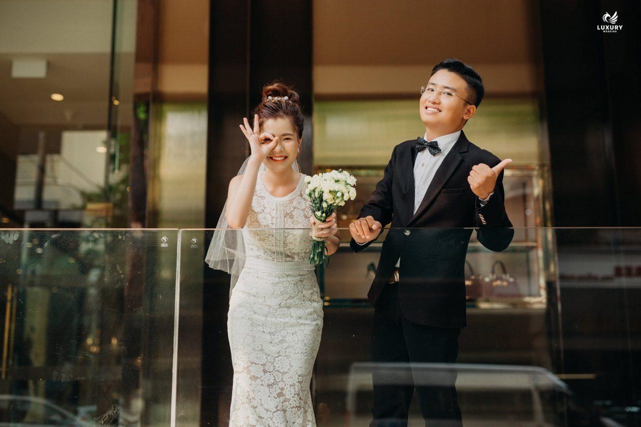 khoảnh khắc chụp ảnh cưới dễ thương